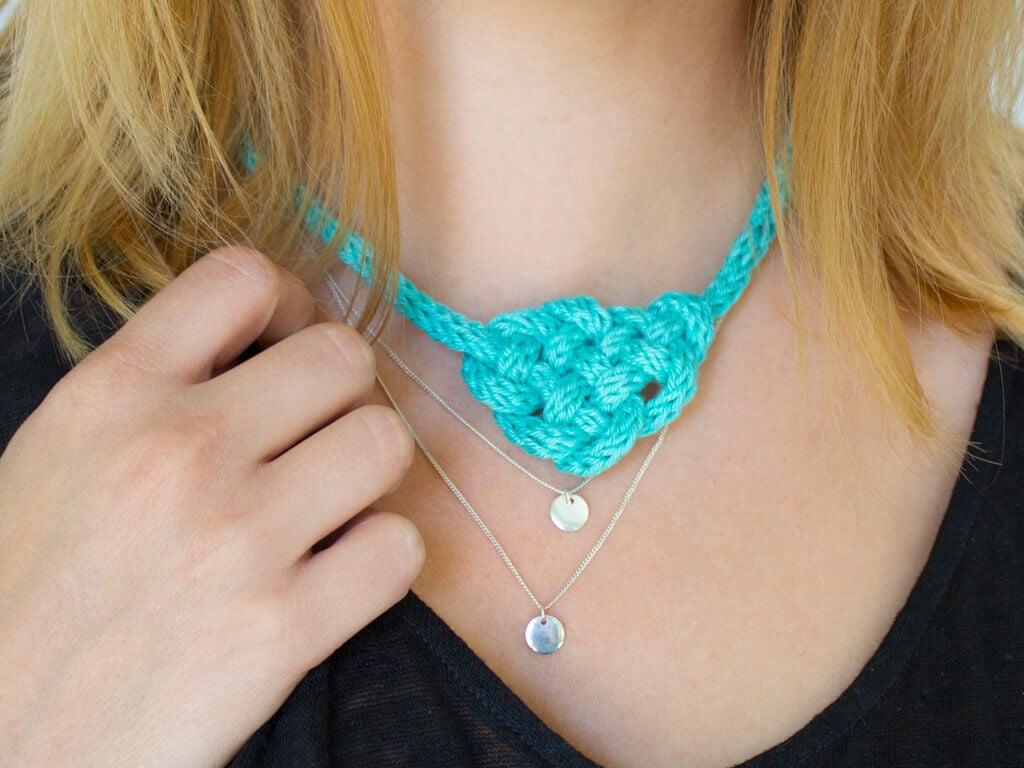 Halskette basteln mit Strickliesel geknottet blau