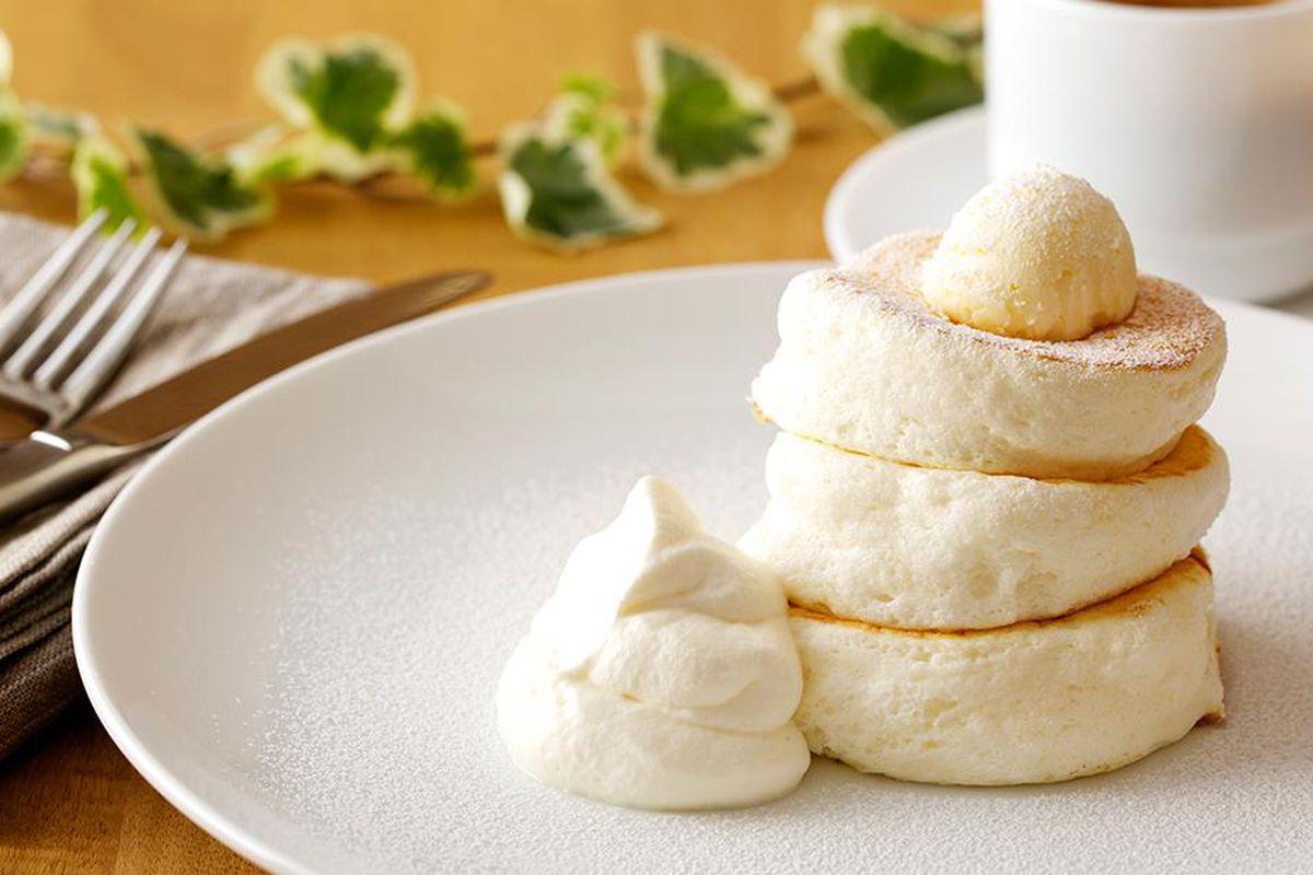 japanische Pfannkuchen mit Sahne weich fluffig