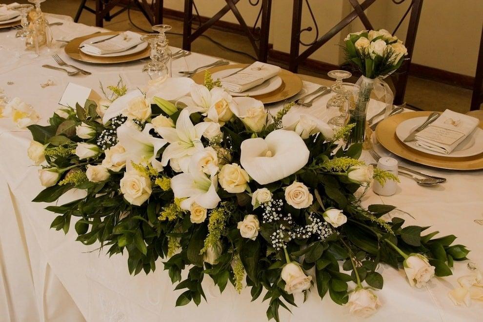 Tischdeko mit Blumen goldene Hochzeit
