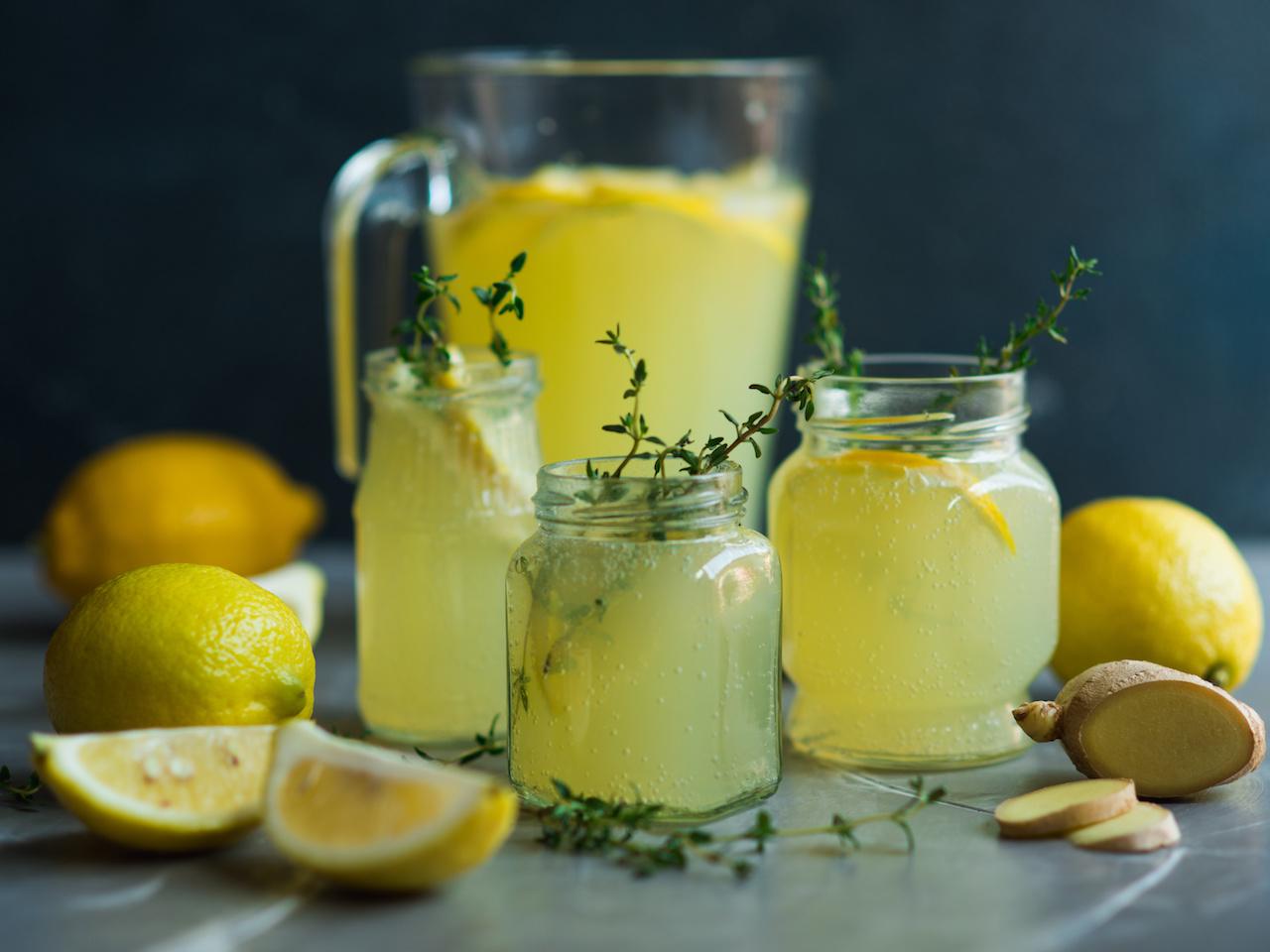 Zitronenwasser zubereiten