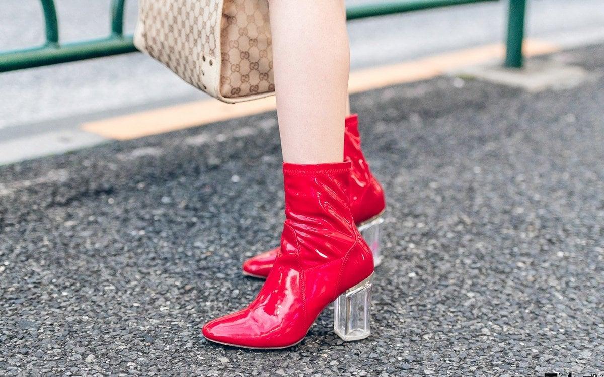 rote Lederstiefel extravagant Absatz transparent