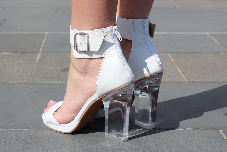 weiße Sandaletten Leder Absatz transparent