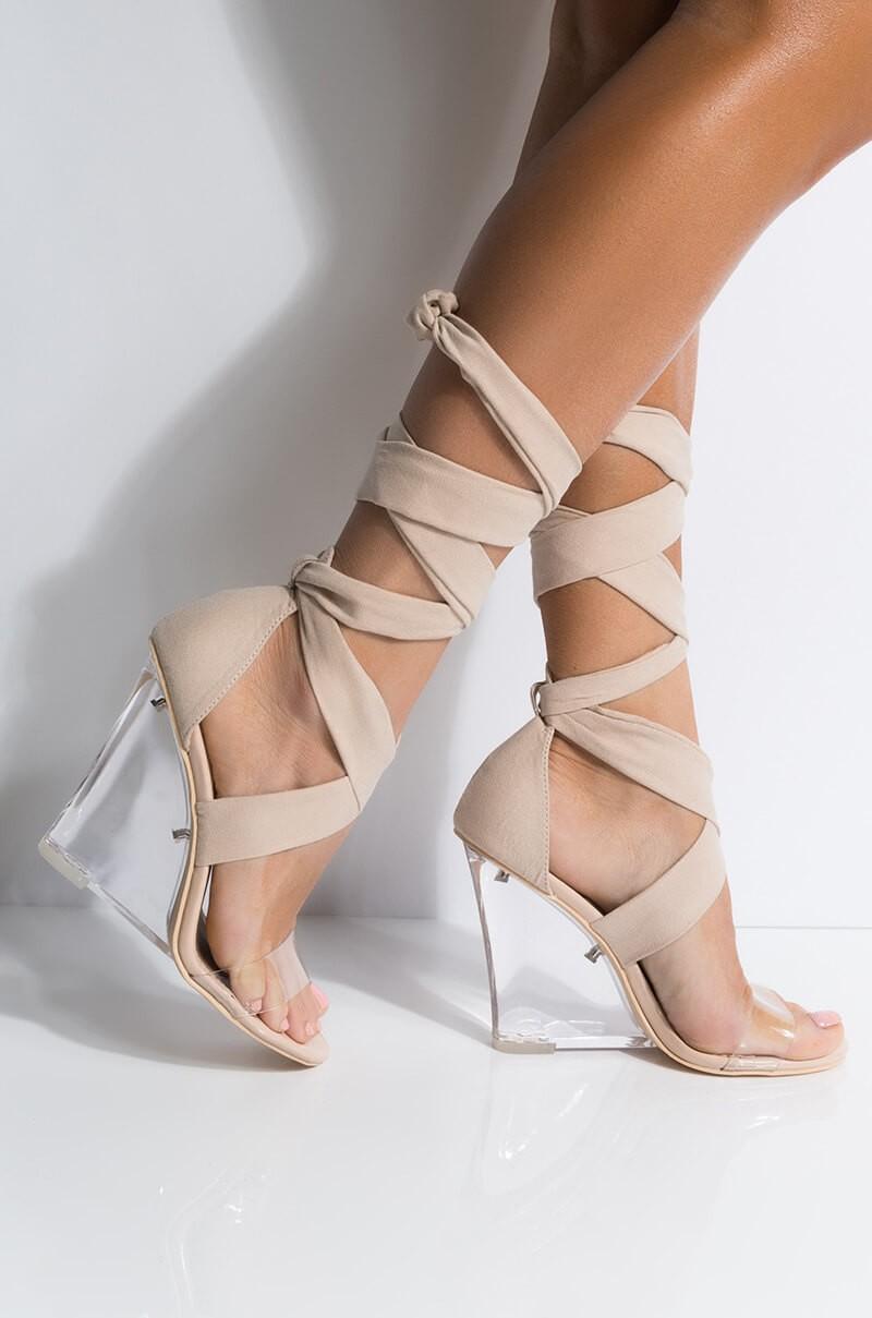 super moderne Schuhe mit Keilabsatz transparent