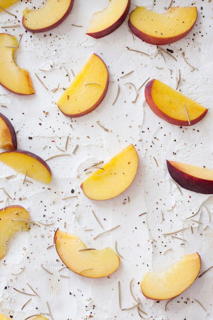 DIY Flammkuchen mit Pfirsichen