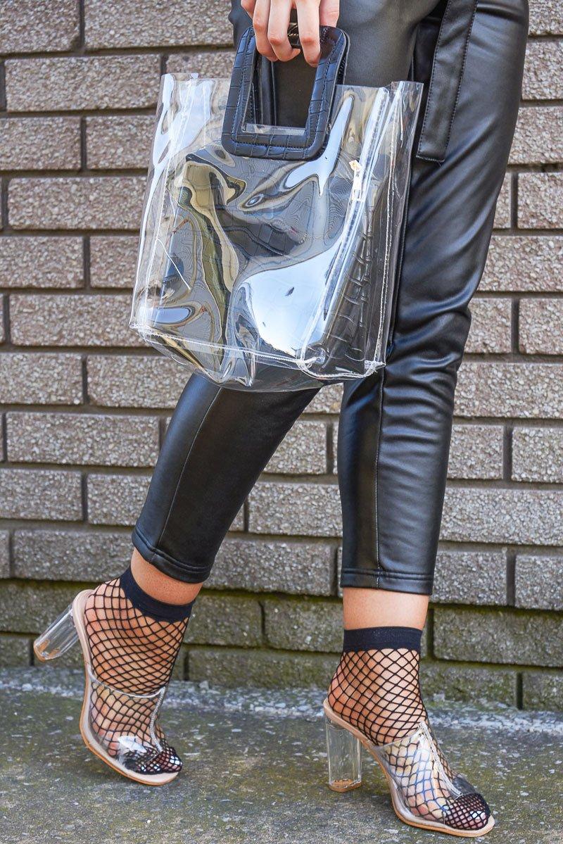 transparente Absatzschuhe und transparente Accessoires Damentasche
