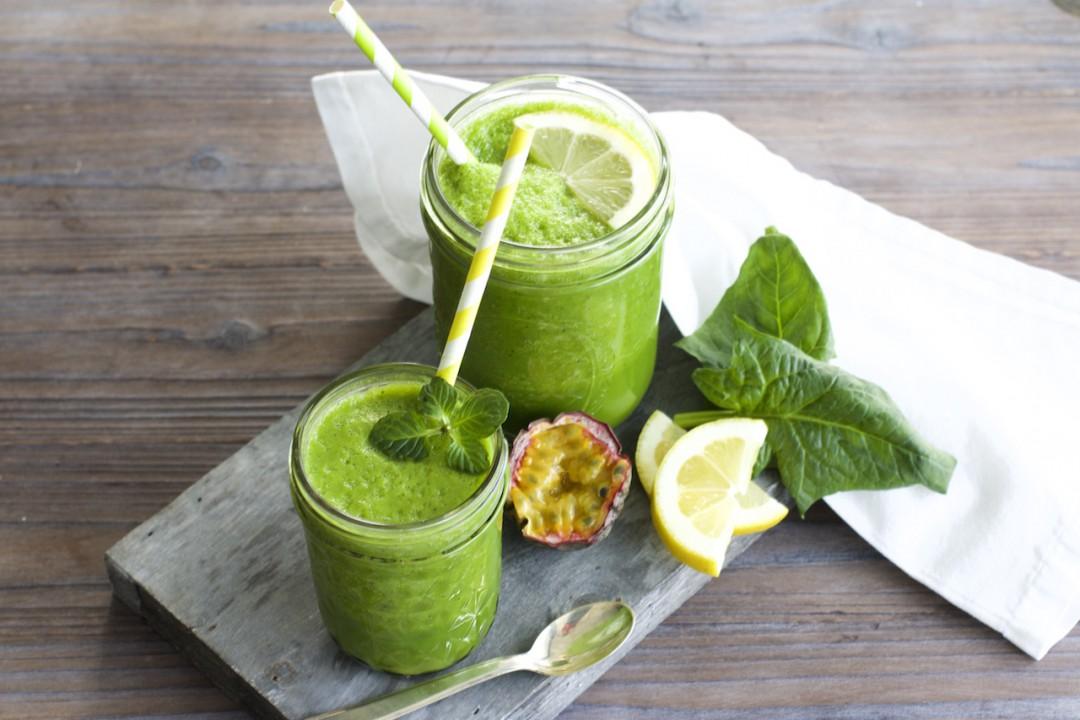 Smoothie mit Spinat gesundes Frühstück