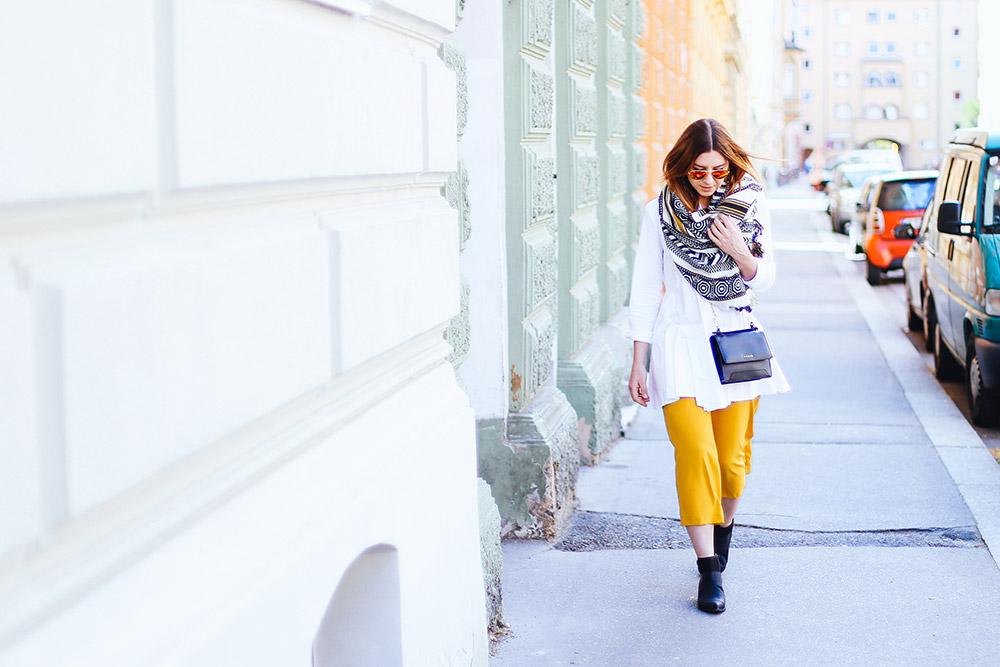 Trendfarbe Sonnengelb Sommerhose herrlicher Look