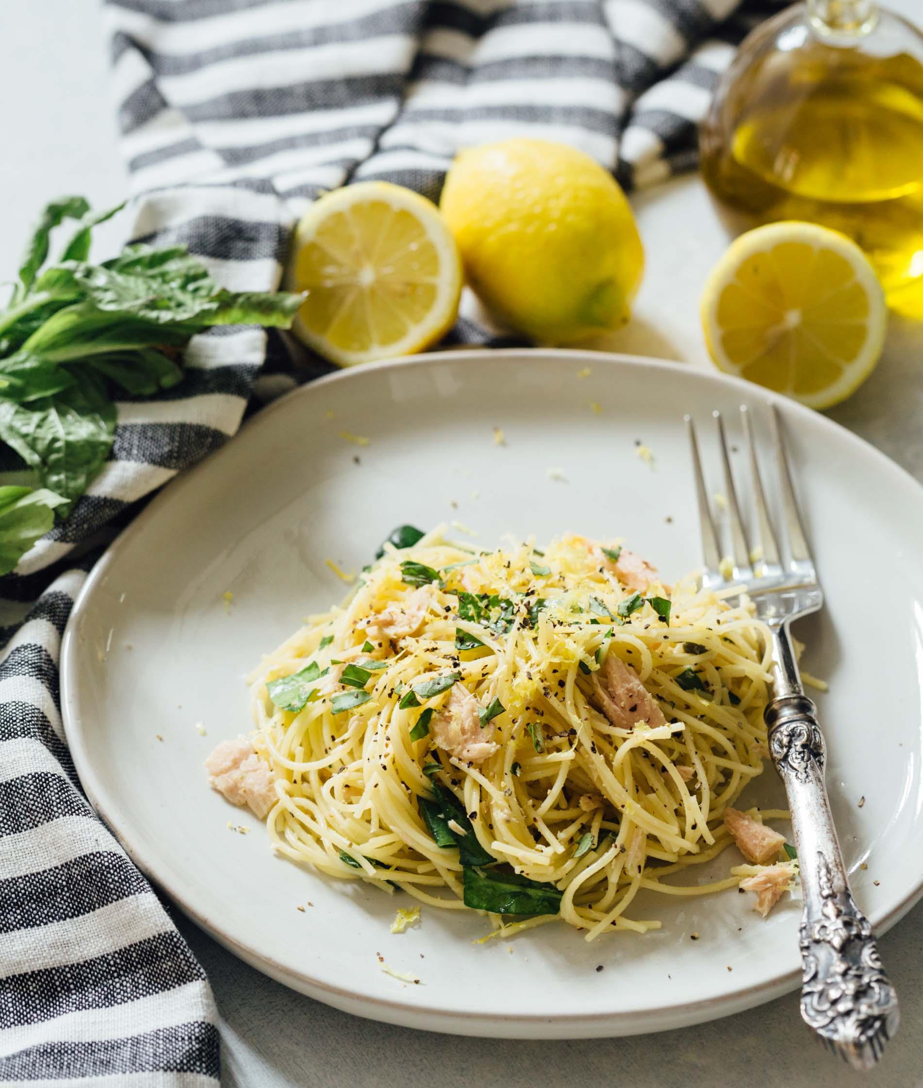 Spaghetti mit Fisch und Käse Serviervorschlag