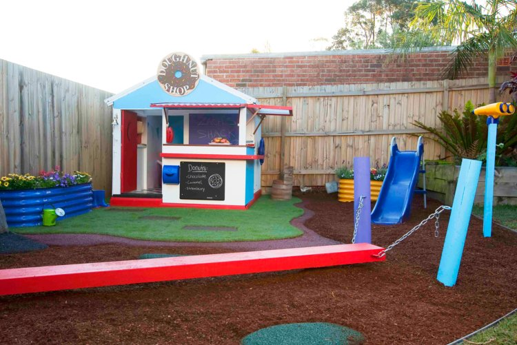 Spielplatz im Garten Kinder Spielhaus Rutsche