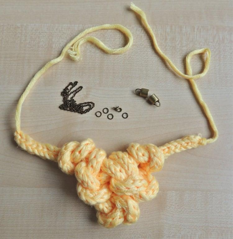 Bastelideen Strickliesel Halskette verknotet