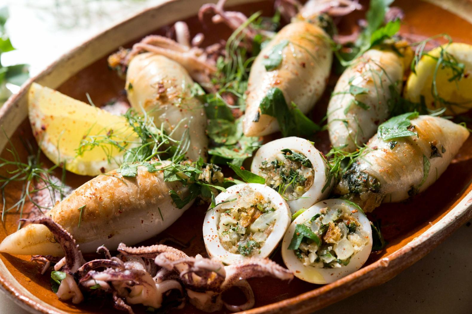 Tintenfischtuben gefüllt mit Spinat und Feta