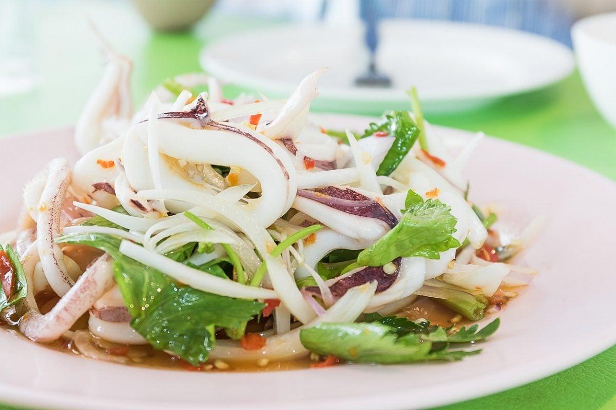Tintenfisch Rezept mit Salat servieren lecker gesund