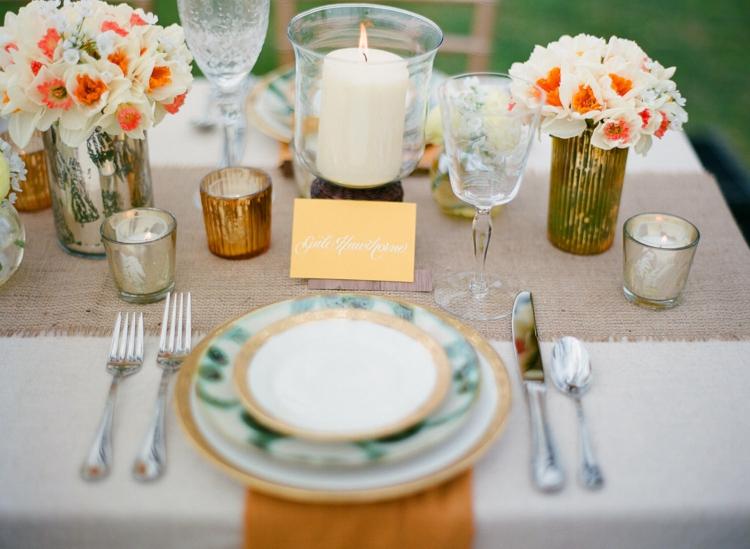 Tischdeko Blumen Namensschilder Teelichter