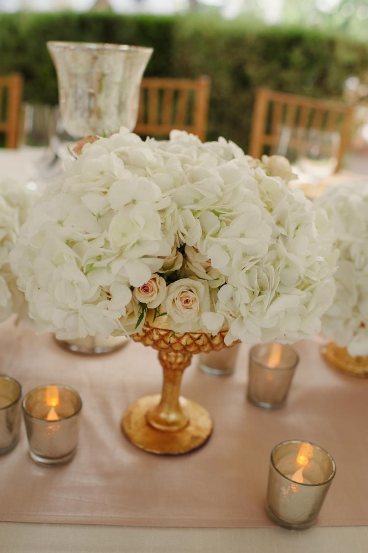 goldene Hochzeit Tischdeko weiße Rosen
