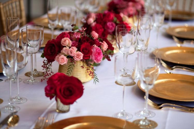 goldene Hochzeit Tischdeko wirklich stilvoll Rosen