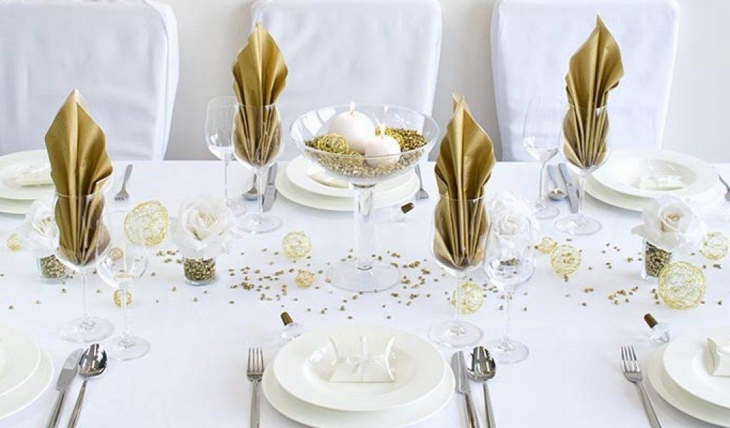 goldene Hochzeit Tischdeko in Weiß und Golden