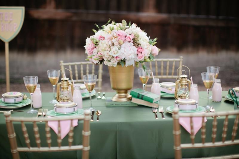 romantische Tischdeko Blumenstrauß Vase golden
