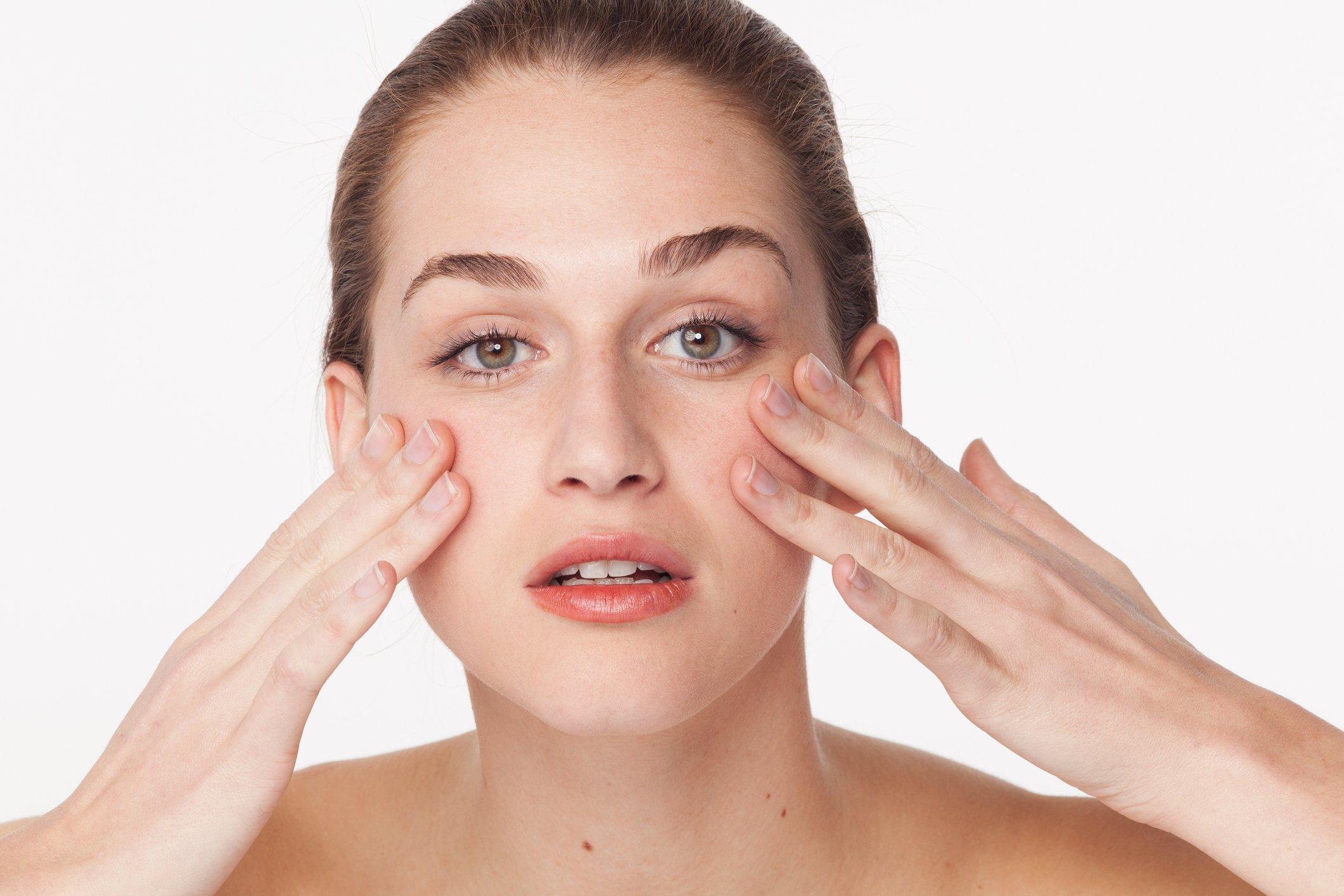 Augen massieren Pflege