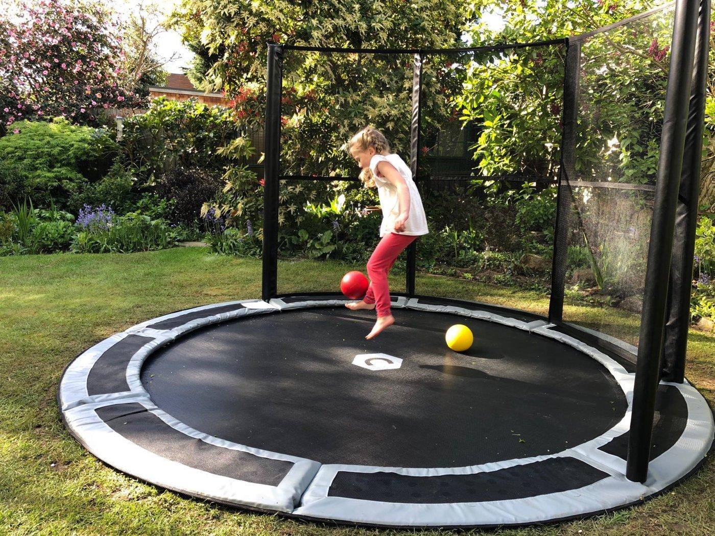 Trampolin bodengleich Fußballtor Garten