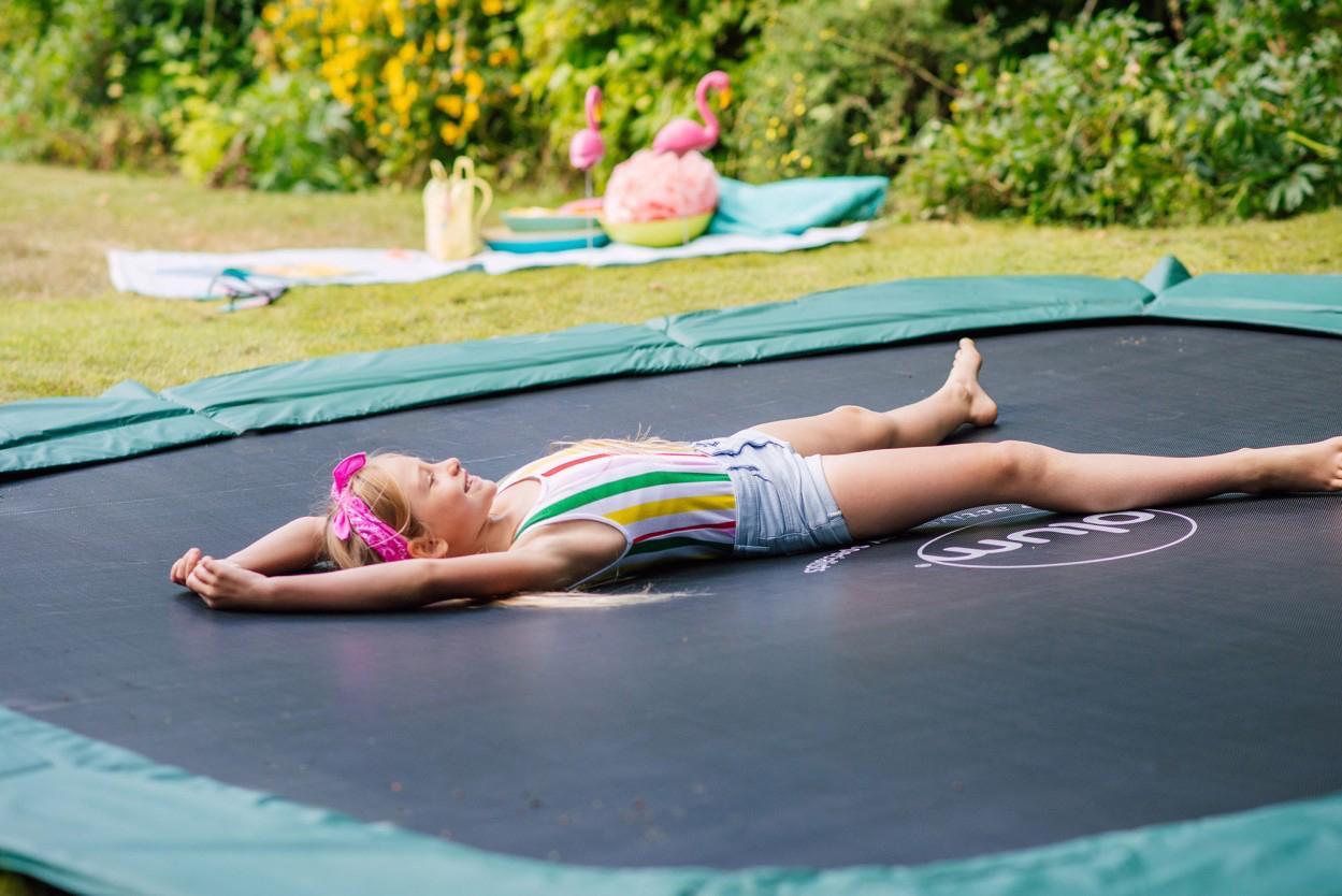 Kinder Spaß bodengleiches Trampolin
