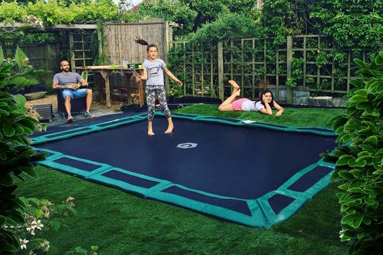 bodengleiches Trampolin Inground Kinder spielen