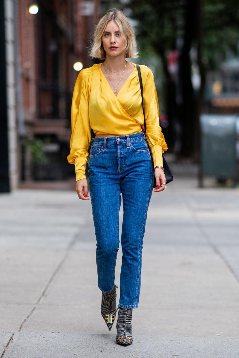 Bluse sonnengelb mit Jeans kombinieren