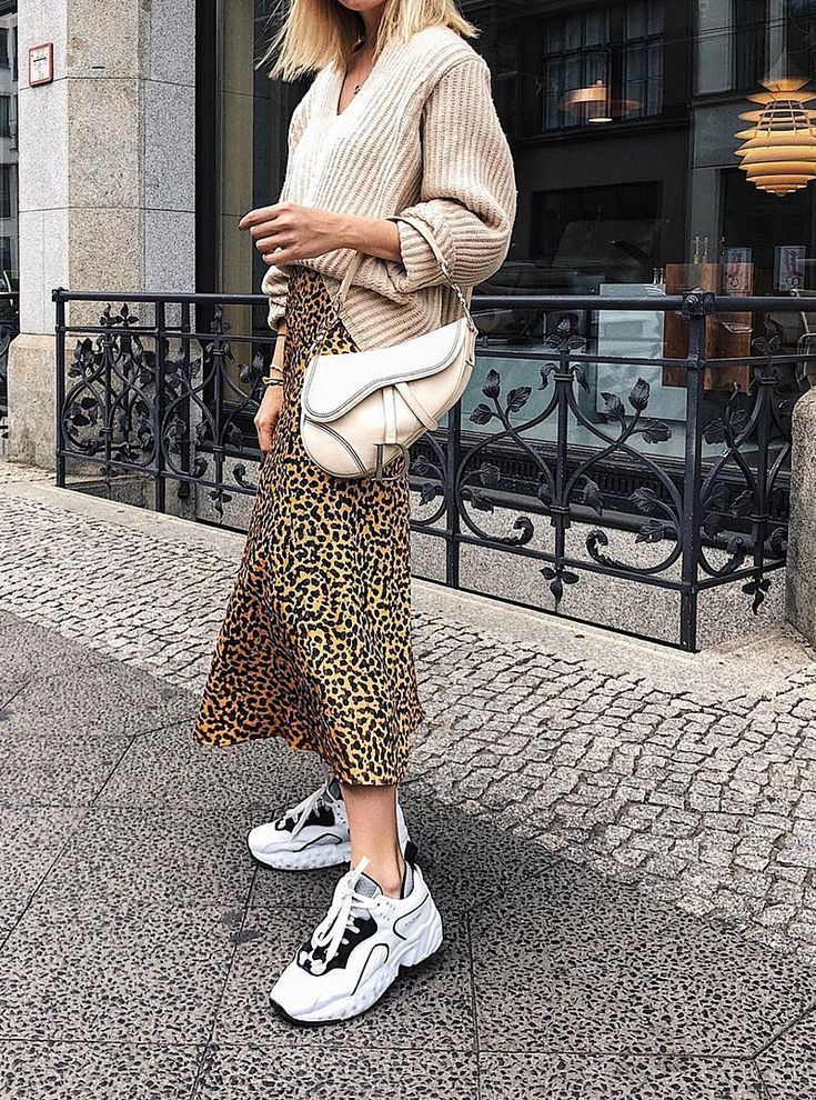 Ugly Sneakers tragen Sommer trendy