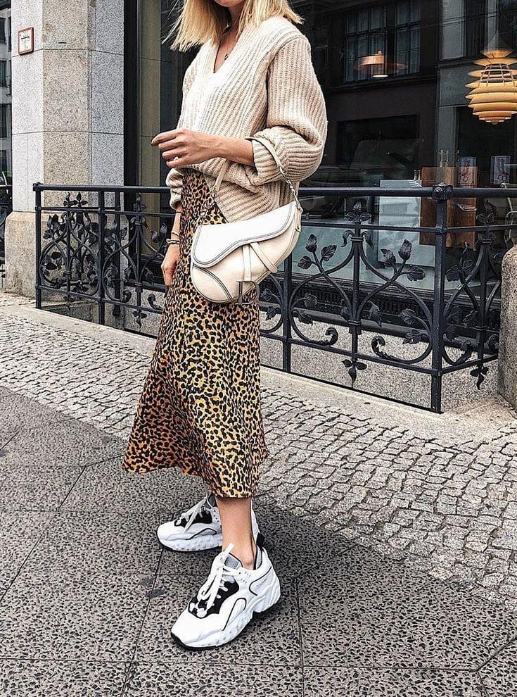 Ugly Sneakers tragen Sommer trendy