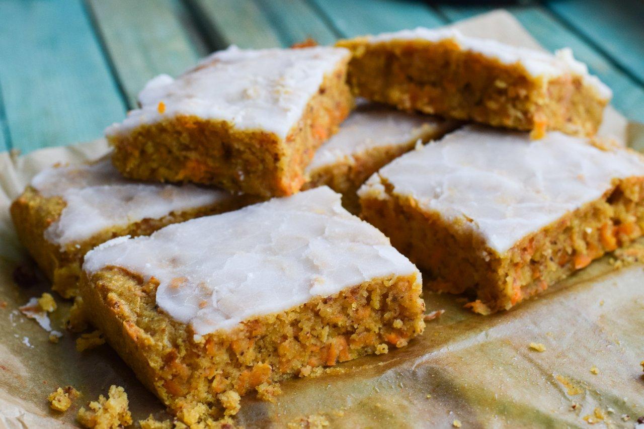 Möhrenkuchen mit Zuckerguss vegan lecker