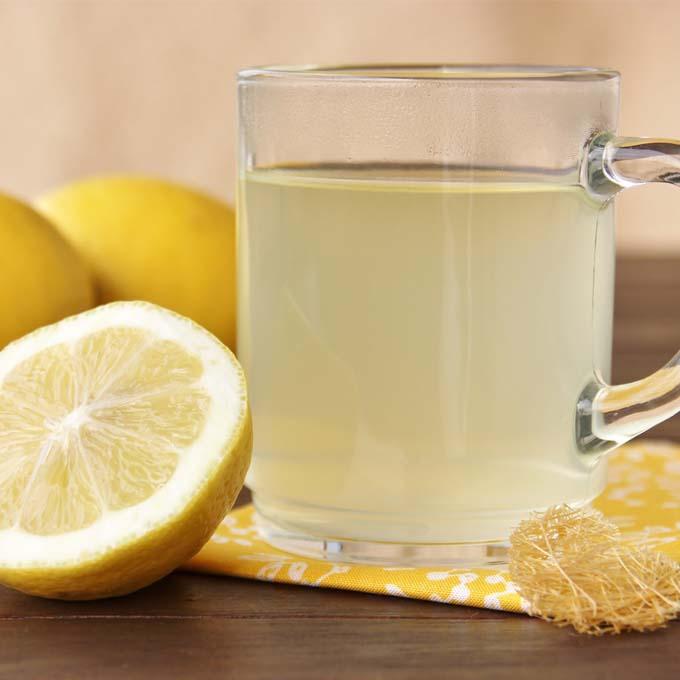 Zitronenwasser beinhaltet viel Vitamin C