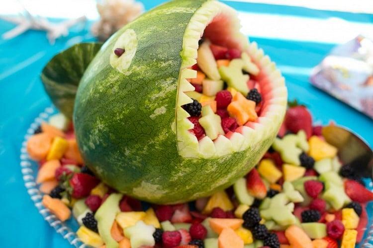 Fingerfood für Kinder Wassermelone schnitzen