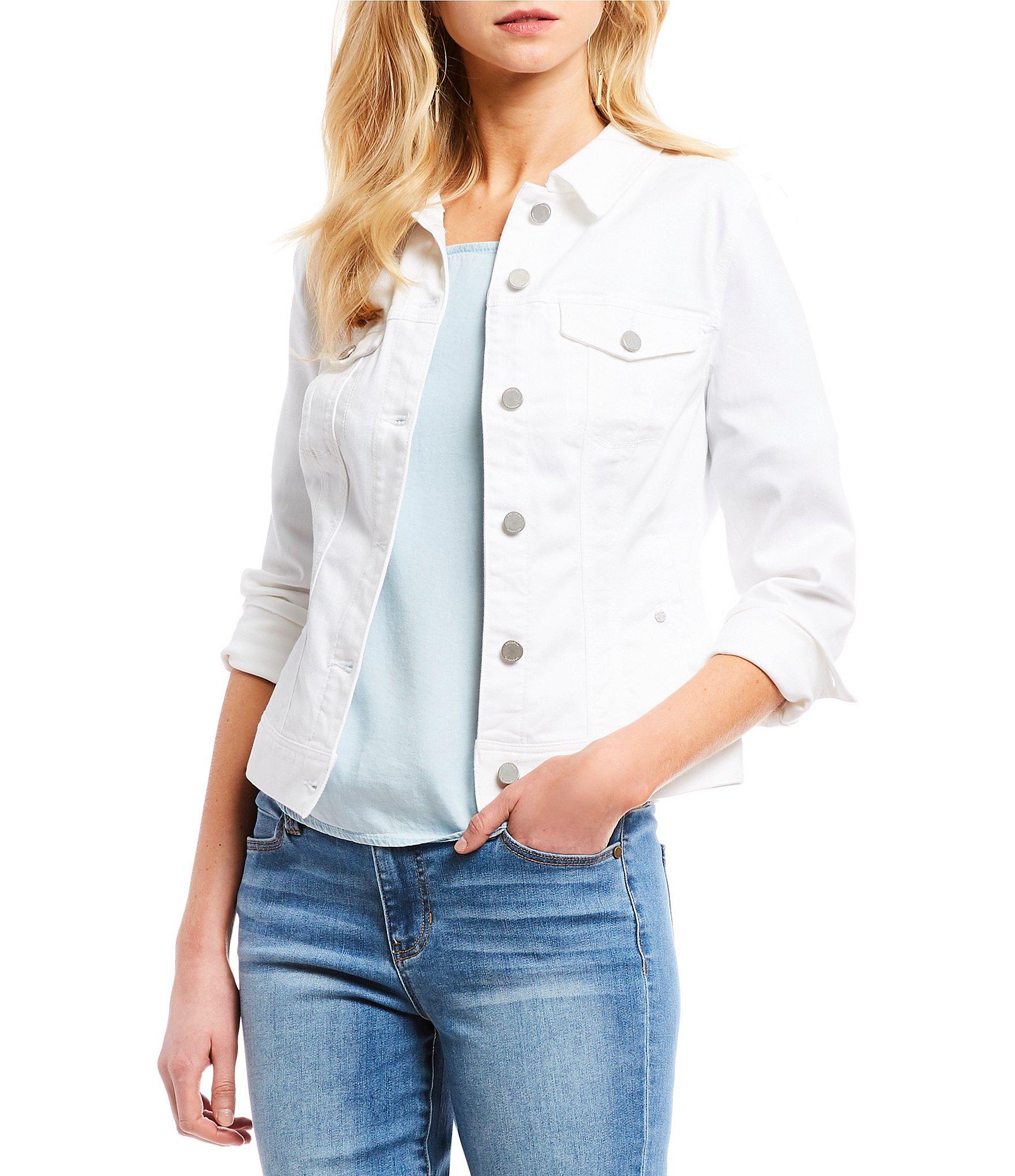 weiße Jeansjacke tragen stilvoller Look modern