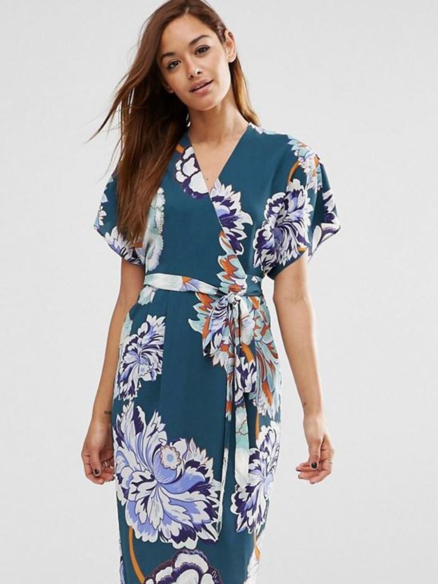 breites Wickelkleid Muster floral modern