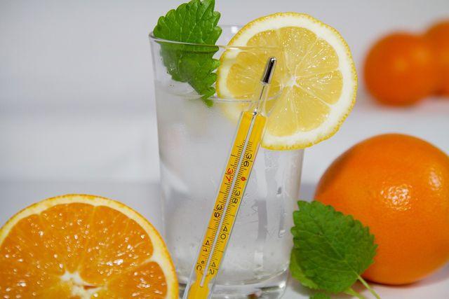 Zitronenwasser hilft auch bei Erkältung