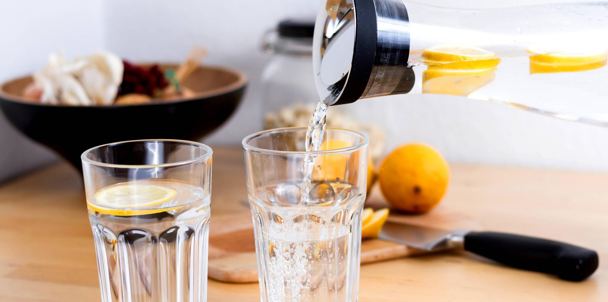 Zitronenwasser morgens zubereiten
