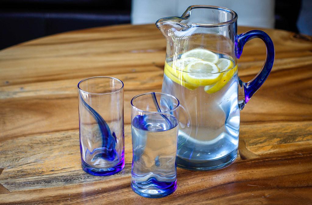 Zitronenwasser statt Kaffee morgens trinken