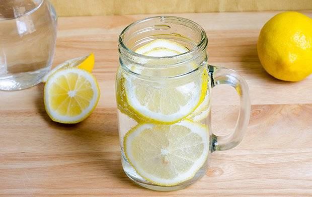Zitronenwasser morgens trinken Vorteile