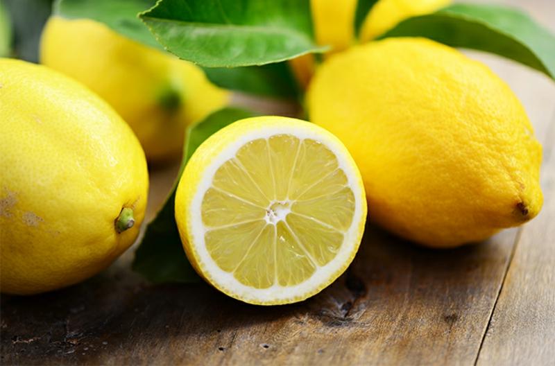 Abfalleimer putzen Hausmittel Zitrone
