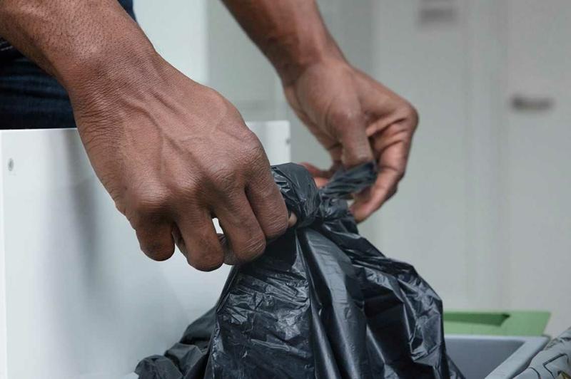 Abfalleimer regelmäßig entsorgen Küchenmüll