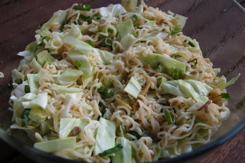 Chinakohlsalat mit Nudeln