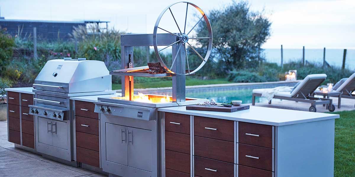 Außenküche einrichten Geräte auswählen Tipps