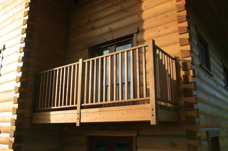 Balkon hölzerne Verkleidung Landhausstil