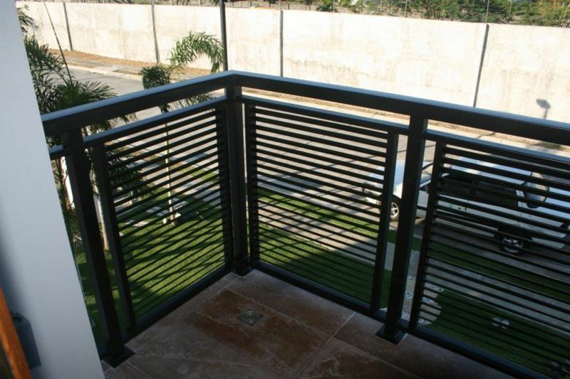 Balkon verkleiden Edelstahl Profilen