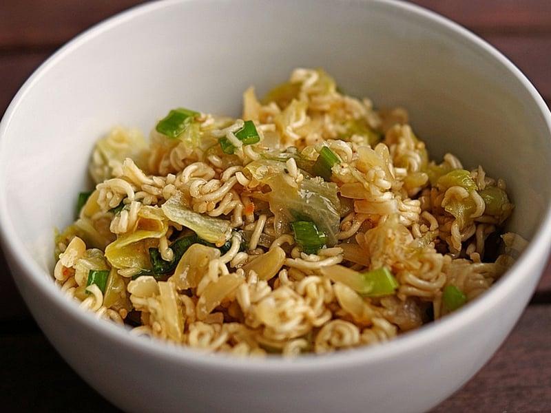 Chinakohlsalat mit Instant Nudeln selber zubereiten