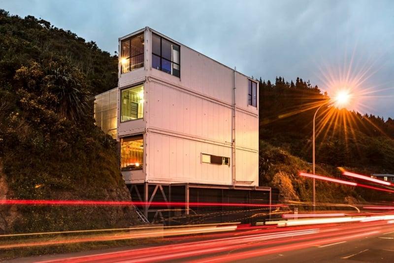 Container Haus hoch drei Container übereinander