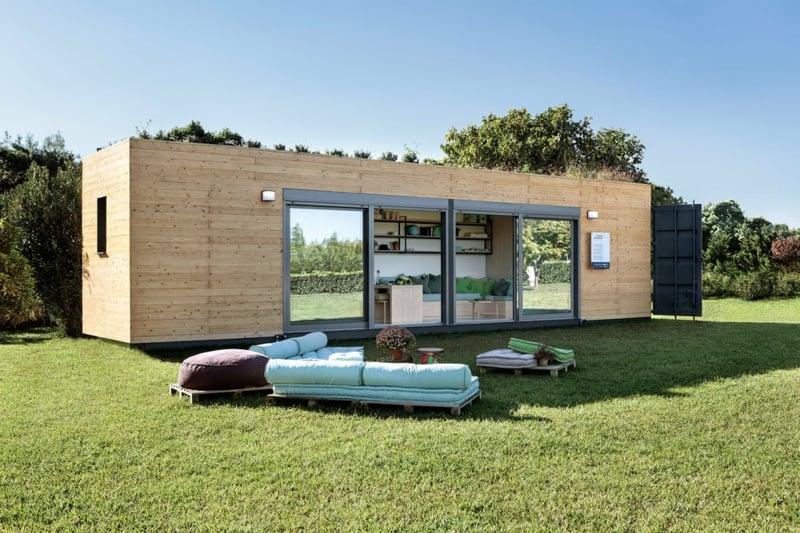 tRaumhaus Wohncontainer Fassadenverkleidung Holz Rasenfläche