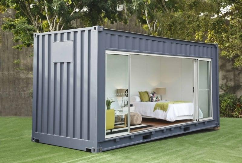 kleines Ferienhaus Wohncontainer grau gestrichen