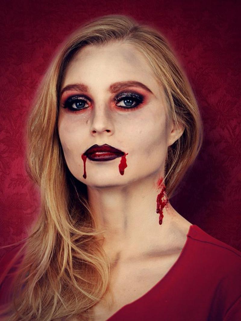 Halloween Schminken Vampir Kunstblut Mundwinkel