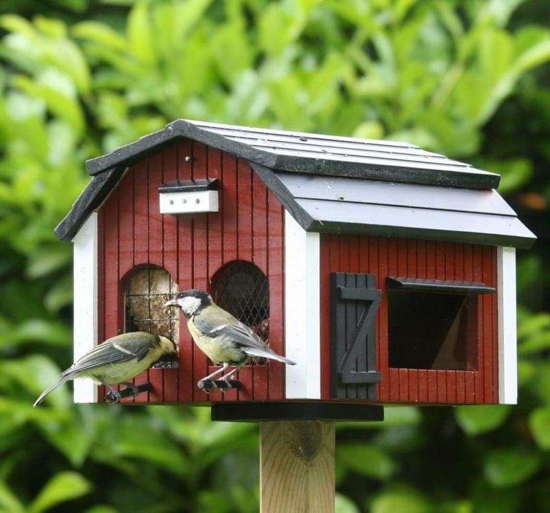 Vogelfutterhaus selber bauen aus Holz
