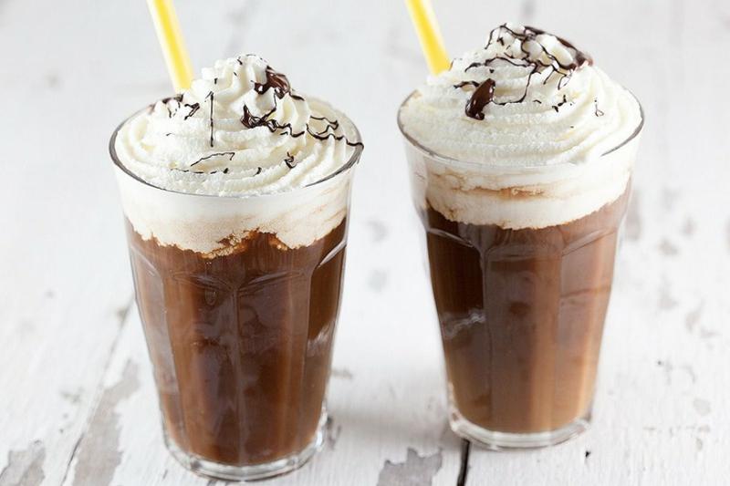 erfrischende Getränke Sommer kalter Kaffee